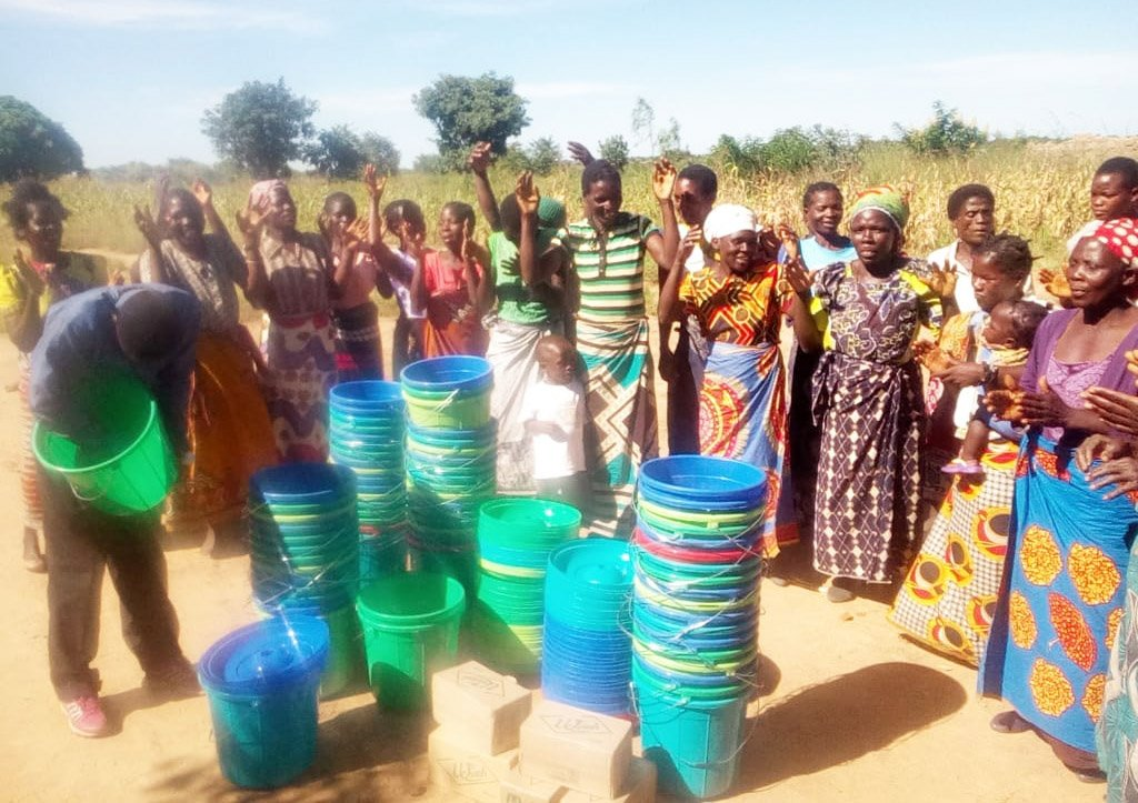 Community Members in Malawi Celebrate their Buckets