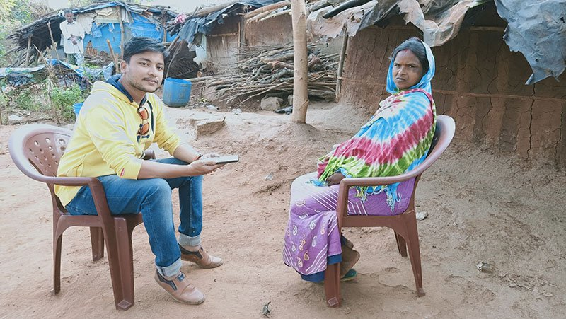 HDF in India meets with community member