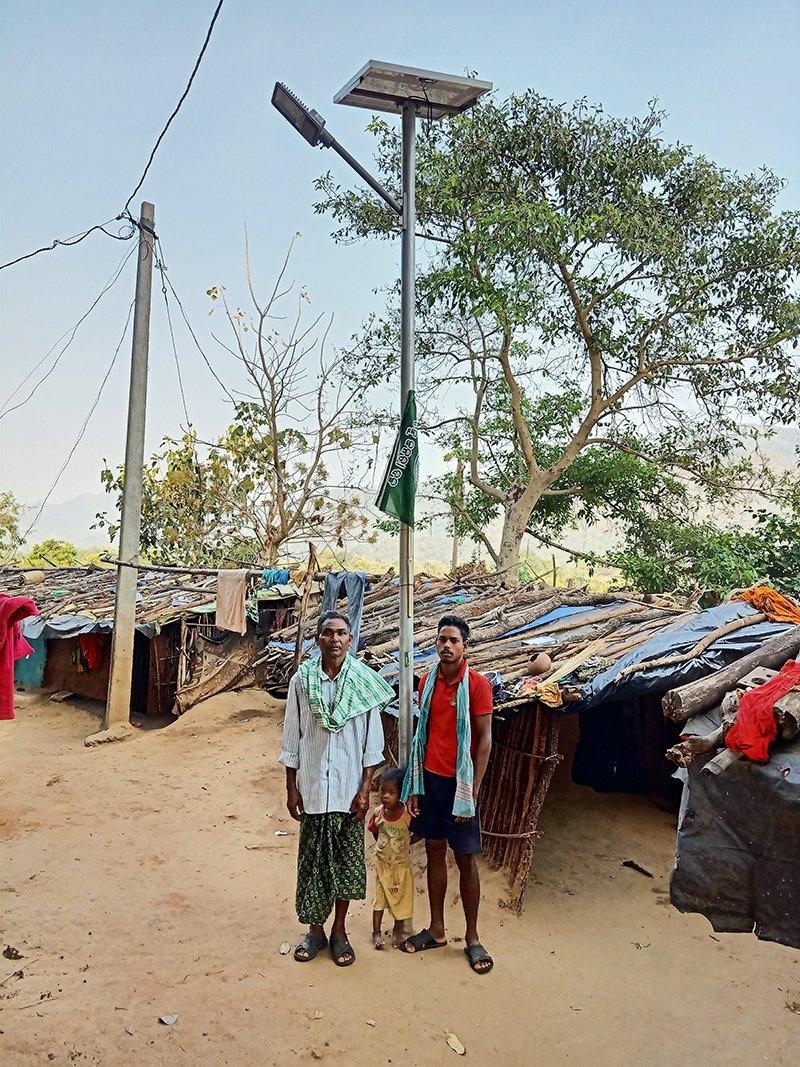 Community in India installs solar powered street lights